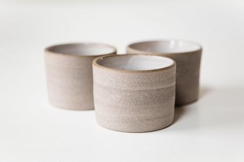 LIBELIA keramiek_koffiemok_beton_wit