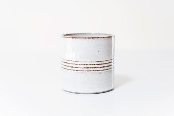 koffiemok in wit met ribbels