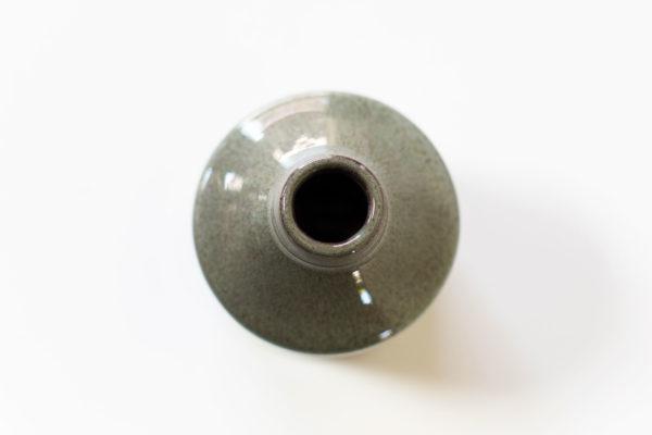 een minivaasje in flesvorm